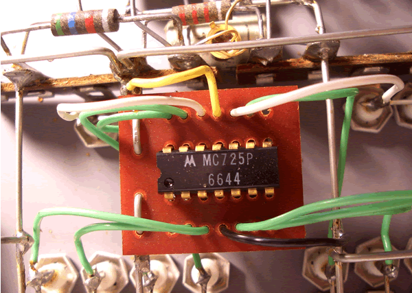 An integrated circuit dated the 44th week of 1966.